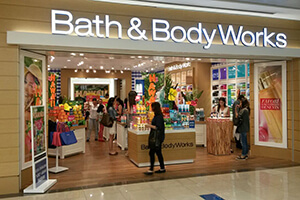 <strong>Bath & Body Works</strong><span><b></b></span><i>→</i>